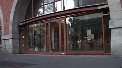http://www.laguitare.com/images/maurice_dupont_paris_show_room_1.jpg