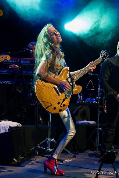 La guitare com concerts nina attal au divan du monde for Divan du monde