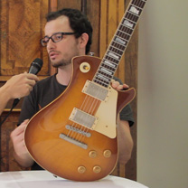 video guitare : Mikael Springer - The Holy Grail Guitar Show 2015 avec laguitare.com
