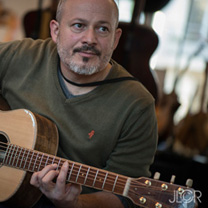 luthiers guitares et basses : Richard Storchi  - Le regard du photographe au salon de la guitare